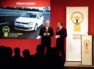 """""""Goldenes Lenkrad 2009"""": Doppelsieg für Volkswagen. Prof. Dr. Martin Winterkorn, Vorsitzender des Vorstands der Volkswagen AG, bei der Preisverleihung für den neuen Polo, der in der Kategorie Kleinwagen gewann."""